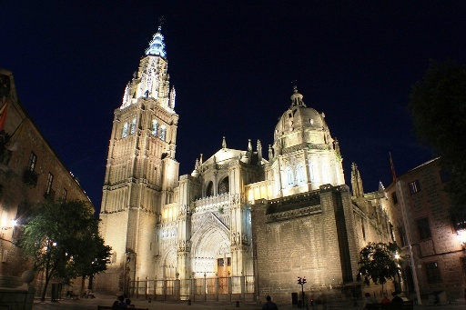 Picture of the Cathedral of Toledo. A must on your stay in the city. This and other monuments are very close to this beautiful guesthouse in the historic center of Toledo, 150 meters from Plaza Zocodover and 2 minutes walk from the cathedral